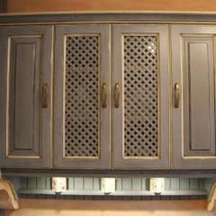 Cocinas de estilo  por Villa Medici - Landhauskuechen aus Aschheim,