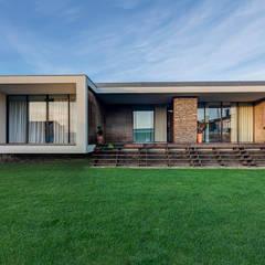 Casa AVR: Casas  por ARKHY PHOTO,Moderno