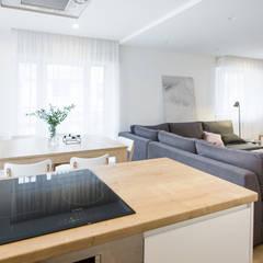 Realizacja projektu wnętrza mieszkania w Krakowie: styl , w kategorii Jadalnia zaprojektowany przez TIKA