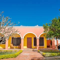 """Proyecto """"Quinta Hunucmá"""": Casas de estilo  por PORTO Arquitectura + Diseño de Interiores, Colonial"""