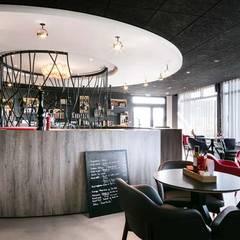 Épicerie fine - Hôtel restaurant La Butte: Locaux commerciaux & Magasins de style  par Trace & Associes architecture