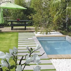 SEVEN GARDEN Jardines de estilo moderno