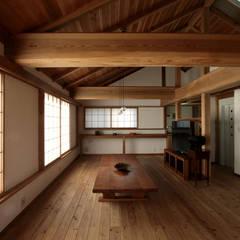 Salas de estar asiáticas por 森林・環境建築研究所