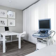 gabinety lekarskie Clini Care w Krakowie: styl , w kategorii Szpitale zaprojektowany przez ALEKSANDRA interior design studio,