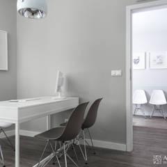 gabinety lekarskie Clini Care w Krakowie: styl , w kategorii Szpitale zaprojektowany przez ALEKSANDRA interior design studio
