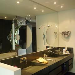 APTO 705 Peñas Blancas: Baños de estilo  por 57uno Arquitectura, Moderno