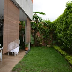 Proyectos y Asesorías profesionales: Jardines de estilo  por Arquitecta Vitcha M