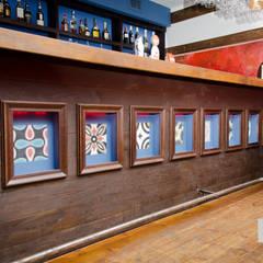 Restauracja hiszpańska: styl , w kategorii Bary i kluby zaprojektowany przez Tektura Studio