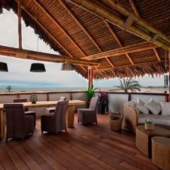 CASA EN PLAYA DEL CARMEN: Terrazas de estilo  por YUPANA Arquitectos