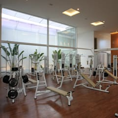TOP FITNESS ACADEMIA: Fitness  por LM Arquitetura | Conceito,Minimalista