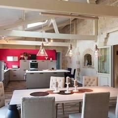 Réhabilitation d'une bâtisse ancienne: Cuisine de style de style Rustique par Sève Créative