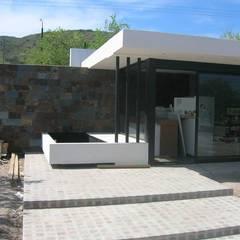 Terrazas de estilo  de Estudio Arquitectura Agustín Duarte