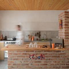 Casas unifamiliares Cocinas modernas: Ideas, imágenes y decoración de ggap.arquitectura Moderno