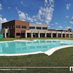 La Alameda - Barrio Privado & Spa: Piletas de estilo  por Surpool - Diseño de Espacios de Agua