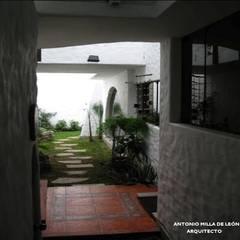 VIVIENDA BIFAMILIAR: Jardines de estilo  por Antonio Milla De León Arquitecto