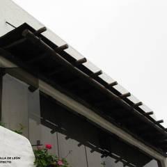VIVIENDA BIFAMILIAR: Terrazas de estilo  por Antonio Milla De León Arquitecto