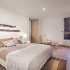 Fotografía de interiores: Habitaciones de estilo  por Ambientes Visuales S.A.S