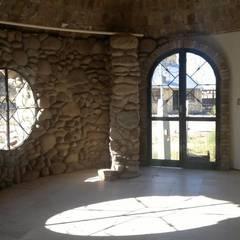 Obra tipo bóveda en proceso Puertas y ventanas rurales de Arq. Hernán Fernando Arancibia Rural