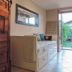 Camere da letto allestite da Boite Maison: Camera da letto in stile  di Boite Maison