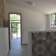 Casale rustico privato AC01: Garage/Rimessa in stile  di STUDIO ARCHIFIRENZE