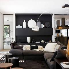 Living room:  Woonkamer door Grand & Johnson