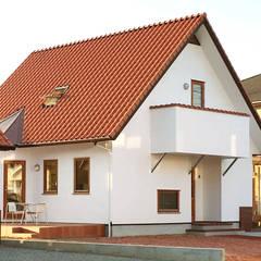デンマークの家並みを彷彿させる 本格北欧住宅: 株式会社 ヨゴホームズが手掛けた家です。,北欧
