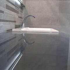 Salle de bain contemporaine: Salle de bains de style  par JLP HOMEDESIGN