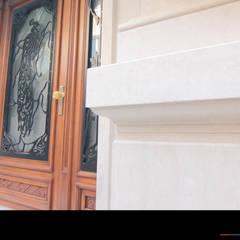 Eingangstüre:  Fenster von Wagner Möbel Manufaktur