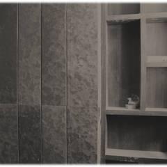 MR. NIMITBHAI DESAI RESIDENCE:  Bathroom by INCEPT DESIGN SERVICES