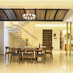 Duplex Apartment design: rustic Dining room by Aum Architects