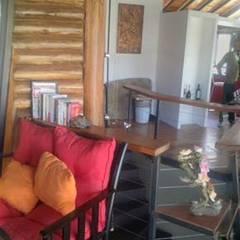 HECHO EN LA MONTAÑA: Livings de estilo  por sm arquitectura,Rural