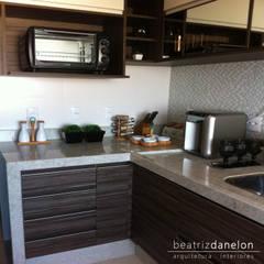 مطبخ تنفيذ BEATRIZ DANELON   Arquitetura e Interiores