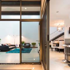 Vista interior-exterior: Ventanas de estilo  de J-M arquitectura