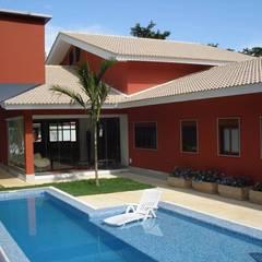 Casa Barra 01: Piscinas tropicais por GEA Arquitetura