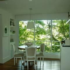 Apartamento Gavea: Salas de estar escandinavas por GEA Arquitetura