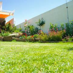 Jardín Rústico con toque chic en Extremadura: Jardines de estilo  de Landscapers