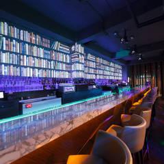 Bar TheWall: Bares y Clubs de estilo  por Oneto/Sousa Arquitectura Interior, Industrial