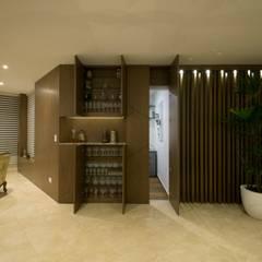 Departamento Malecon Miraflores: Pasillos y vestíbulos de estilo  por Oneto/Sousa Arquitectura Interior,