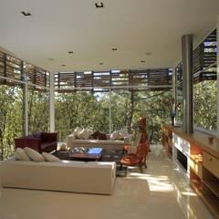 Salones de estilo  de Echauri Morales Arquitectos,