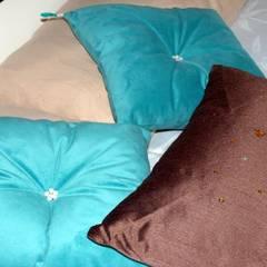 Dormitório Turquesa: Dormitorios de estilo  por AnnitaBunita.com