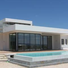 TOOTH: Casas de estilo  de  FRAMASA- DYOV  653773806