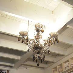 エレガントインテリア/ビューティサロン新築インテリア: 株式会社アートアーク一級建築士事務所が手掛けた商業空間です。