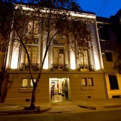 FACHADA HOTEL BOUTIQUE: Hoteles de estilo  por PICHARA + RIOS arquitectos