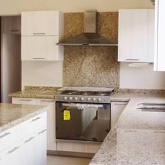 مطبخ تنفيذ H-abitat Diseño & Interiores