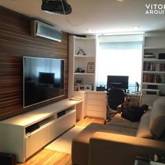 Painel Ripado: Salas de estar  por Vitor Dias Arquitetura