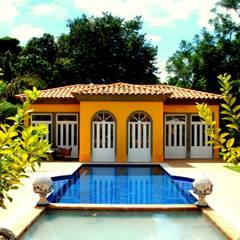 Casa de Campo Helvetia: Piscinas coloniais por Marcelo Bicudo Arquitetura