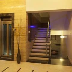 Modern corridor, hallway & stairs by Ansari Architects Modern