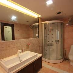 Toilet: modern Bathroom by Ansari Architects