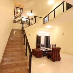 Pasillos, vestíbulos y escaleras de estilo moderno de Ansari Architects Moderno