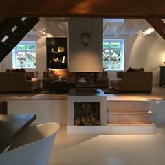 Het Dijkhuis:  Woonkamer door Grego Design Studio